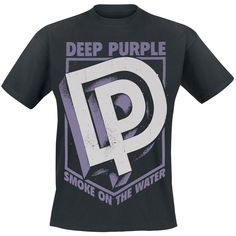 """Classica T-Shirt uomo nera """"Smoke On The Water"""" dei #DeepPurple con ampia stampa frontale."""