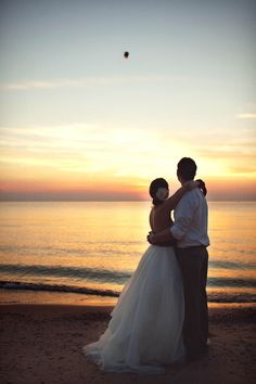 Edward & Madison | Intimate Lake Michigan Wedding » Tifani Lyn Photography