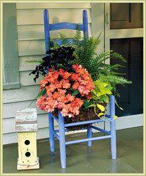 old chair planter - Garten und Vorgarten! Garden Chairs, Garden Planters, Chair Planter, Wheelbarrow Planter, Old Chairs, Garden Photos, Outdoor Projects, Porch Decorating, Yard Art