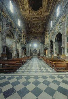 Firenze - Chiesa Santissima Annunziata - Il sontuoso interno ricorda più le basiliche romane che le sobrie chiese fiorentine