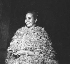 Gala del teatro Colon, Eva Perón (FOTOS RARAS!!) Llamas, Old Photos, Jon Snow, History, Amazing, Pictures, Fictional Characters, Beauty, Vintage