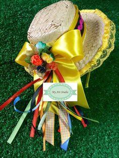 Deixe a sua princesa a mais linda caipira do arraial!    Agora chegou a vez do chapeuzinho caipira das meninas!!!! Chapeuzinho Médio (17cm de diâmetro) em arco!    Produto com acabamento perfeito. African Hats, Diy Hat, Farm Party, Dollar Store Crafts, Hair Bows, Headbands, Diy And Crafts, Alice, Christmas Ornaments