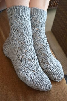 Ravelry: Scent of Lavender Knitting Stitches, Knitting Designs, Knitting Socks, Hand Knitting, Knitting Ideas, Slipper Socks, Slippers, Knit Crochet, Crotchet