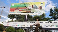 """O Myanmar impôs restrições à imprensa internacional durante a visita de quatro dias do Papa Francisco, invocando """"razões de segurança"""". Jornalistas não terão acesso ao aeroporto de Rangum. http://observador.pt/2017/11/26/myanmar-impoe-restricoes-a-imprensa-internacional-durante-visita-do-papa/"""