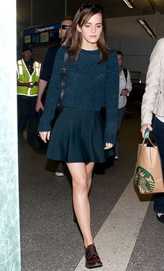 Even while exiting LAX airport, Emma Watson worked an effortlessly hip look in an A. sweater and skirt and cool-girl brogues. [Photo by GVK/Bauer-Griffin/GC Images] Emma Watson Outfits, Emma Watson Style, Oxfords Womens Outfits, Brogues Outfit, Oxford Outfit, Oxford Shoes, Look Oxford, Hippie Outfits, Cute Skirts