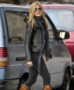 Shall we take a look at someone who I think embodies Modern Country Style Fashion for Winter? Come on down, Miss Jennifer Aniston...