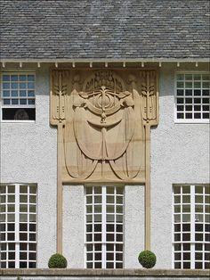 Le bas-relief de la façade principale (House for an art lover, Glasgow) by dalbera, via Flickr