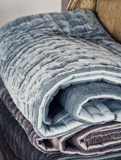 Nothing better on a cold,snowy day than cuddling up in a soft,warm velvet blanket. Textiles, Velvet Quilt, Velvet Bedspread, Decoration Bedroom, Warm Blankets, Home Bedroom, Bedrooms, My New Room, Soft Furnishings
