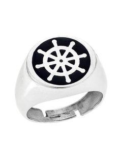 Ανδρικό Ασημένιο Δαχτυλίδι 925 με Σμάλτο Αναφορά 023066 Ένα όμορφο δαχτυλίδι που μπορείτε να χαρίσετε σε έναν άνδρα το οποίο είναι κατασκευασμένο από Ασήμι 925 σε λευκό χρώμα.Επίσης το δαχτυλίδι μας στολίζεται με μαύρο σμάλτο.