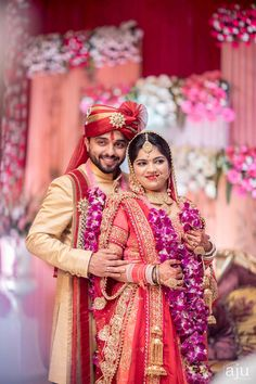 Indian wedding weddings in 2019 Indian Bridal Photos, Indian Wedding Pictures, Indian Wedding Poses, Wedding Couple Photos, Indian Wedding Outfits, Desi Wedding, Indian Wedding Couple Photography, Bride Photography, Couple Photography Poses