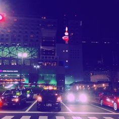 Instagram【y.s.fuji3776mymelody】さんの写真をピンしています。 《京都 10💕 #日本#京都#烏丸#駅#ネオン#夜景#タワー#赤#緑#綺麗#タクシー#写真好きな人と繋がりたい #写真撮ってる人と繋がりたい #カメラ好きな人と繋がりたい #カメラ好キナ人ト繋ガリタイ #カメラ好きな人と繫がりたい #instagramjapan#Japan#kyoto》