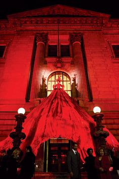 larger than life entrance. a model wore a silk organza dress with a 30-foot-long skirt that draped over the New York Public Library's entrance.