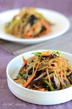 Simple One-Pan Korean Glass Noodles (Japchae) Recipe | Kimchimari Korean Dishes, Korean Food, Vegetarian Recipes, Cooking Recipes, Healthy Recipes, Cooking Time, Korean Glass Noodles, Asia Food, Gluten Free Noodles