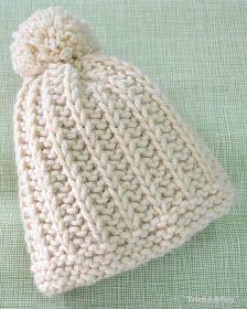 Sempre me perguntam se tenho alguma receita de gorro. E fico matutando em fazer algo que seja simples de fazer mas que também tenha u... Baby Knitting Patterns, Loom Knitting, Knitting Stitches, Crochet Patterns, Knit Crochet, Crochet Hats, Toddler Sweater, Knitting Accessories, Kids Hats