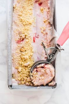 Vegan strawberry shortbread ice cream / Sorvete vegano de morango #LactoseFree #Healthy