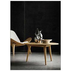 De stijlvolle CH008 #Salontafel van #Carl #Hansen brengt een stukje natuur terug in huis. Door het gebruik van verschillende houtsoorten is iedere tafel uniek in zijn soort. De #design salontafel is verkrijgbaar bij #Misterdesign in beuken, eiken en walnoot.