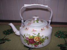Small kettle decoupage by Ruby Cherish Creations Decoupage, China Tea Sets, Painted Pots, China Painting, Handmade Decorations, Metallic Paint, Bottle Crafts, Art Decor, Tea Pots