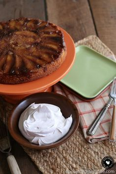 and cinnamon baked in a cake! This Apple Cinnamon Upside Down Cake ...