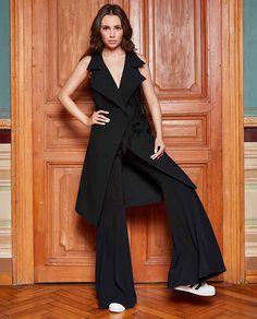 Vesta dama KENDRA poate fi considerata rochie, fara sa dati impresia ca aceasta a fost purtata in combinatia cu jeansi. Versatila, simpla si flexibila, aceasta vesta dama este alegerea perfecta pentru o piesa importanta in garderoba oricarei femei. Pentru ca se poarta si veste dama sport am sporit puterea acestui produs la puterea a treia. Astfel ca achizitionand-o veti avea in garderoba dumneavoastra 3 tinute stilate ce au la baza un singur produs. Jumpsuit, Dresses, Fashion, Overalls, Vestidos, Moda, Fashion Styles, Jumpsuits, Catsuit