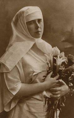 Königin Marie von Rumänien, Queen of Romania nee Princess of Edingburgh Princess Alexandra, Princess Beatrice, Princess Of, Princess Victoria, Queen Victoria, Romanian Royal Family, Charlize Theron Style, Holy Cross, Marie