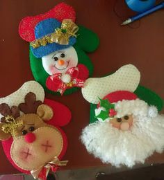 PORTA CUBIERTOS NAVIDEÑOS Christmas Projects, Felt Crafts, Diy And Crafts, Christmas Crafts, Christmas Decorations, Holiday Decor, Christmas Makes, Felt Christmas, Handmade Christmas
