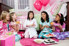 Tips on throwing a perfect sleepover birthday party