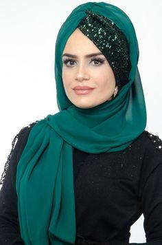 Diy Storage Ideas For Small Bedrooms, Aiden Turner, Moda Emo, Piercings, Shorty, Kaftan, Hijab Fashion, Head Scarfs, Scarves