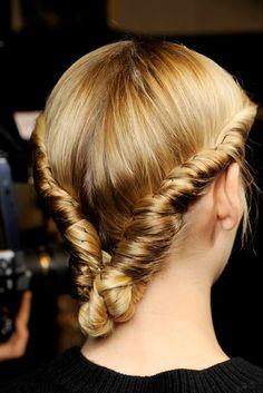 Pista De Las Tendencias Para El Cabello: Los Mejores Peinados De Valentino //  #cabello #mejores #para #Peinados #Pista #tendencias #Valentino