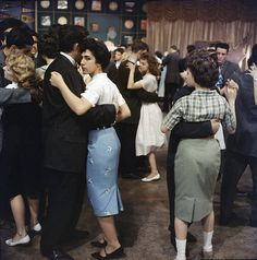 Teenagers dance on the set of Dick Clark's television program, 'American Bandstand,' Get premium, high resolution news photos at Getty Images 1950s Teenagers, Rock And Roll Songs, Life In The 1950s, 60s Tv Shows, Teen World, Wise People, Young People, American Bandstand, Teddy Boys