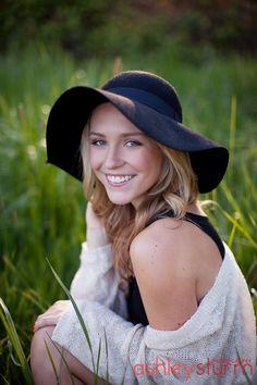 Salem Oregon Senior Portrait Photographer Ashley Sturm Photography - www.ashleysturmphotography.com