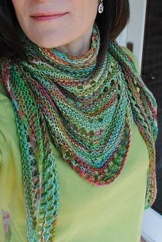 Azzu's Shawl FREE RAVELRY DOWNLOAD 376 yards fingering, size 6 needle: