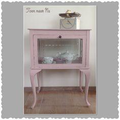 Mooi brocante roze theekastje van Queen Anne