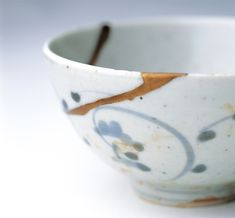 Ceramics bonded with a lacquer or cracked or missing, decorate sprinkle gold and silver powder in the seam, repair technique unique to Japan.    金継ぎ