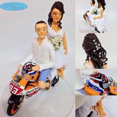 ❤️#noivinhospersonalizados ❤️ #motociclista #weddingcake #tattoo #penteadodenoiva #moto #wedding #noivas #casamentodedia #noivinhosdebiscuit #noivinhosdiferente #casamentos #noivas #universodasnoivas #weddingcaketoppers #biscuit
