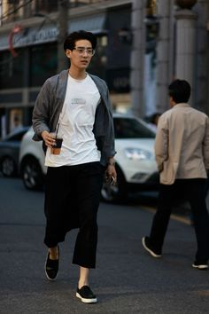 Stylish Men Asian Men Clothes - Stylish men asian & stylish men casual, stylish men classy, stylish m - Asian Men Fashion, Fashion Mode, Fashion Week, Mens Fashion, Fashion Stores, Japanese Fashion Men, Style Fashion, Tokyo Fashion, Fashion Black