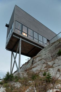 Cliff-House-by-MacKay-Lyons-Sweetapple_dezeen_7.jpg (468×702)