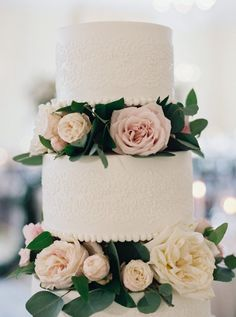 Floral Wedding Cakes Beautiful wedding cake with flowers and foliage. - Proof a Garden Party Wedding Doesn't Have to Be Outdoors Wedding Cake Fresh Flowers, Floral Wedding Cakes, Wedding Cake Rustic, White Wedding Cakes, Elegant Wedding Cakes, Cool Wedding Cakes, Beautiful Wedding Cakes, Wedding Cake Designs, Wedding Cake Toppers