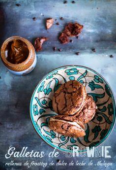 La Cocina de Carolina: Galletas de brownie rellenas de frosting de dulce de leche malagueño