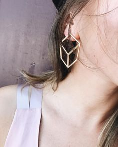 #eshvi #latestjewellery #jewelry #farfetch #love #fashion #photooftheday #london #venus #venusearring #earring #gold
