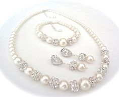Hey, I found this really awesome Etsy listing at https://www.etsy.com/listing/183937202/pearl-jewelry-set-swarovski-pearls-and