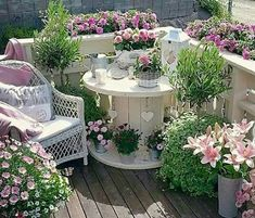 Turn an Old Spool into a Garden Patio.these are the BEST Garden & DIY Yard Ideas! Over 20 of the BEST Garden Ideas & DIY Yard Projects - everything from yard art, planters, garden stones, green houses, & more! Garden Cottage, Garden Art, Shabby Chic Garden, Herb Garden, Garden Kids, Garden Water, Garden Oasis, Shabby Chic Porch, Gravel Garden