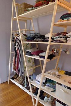 3 Ingenious Tips AND Tricks: Floating Shelves With Drawers Products floating shelves living room scandinavian.Small Floating Shelf Living Room floating shelves around tv farmhouse.Floating Shelves Diy Under Tv. Best Closet Organization, Organization Ideas, Diy Closet Ideas, Bedroom Organization, Cheap Closet, Cheap Cabinets, Diy Casa, Closet Space, Creative Decor