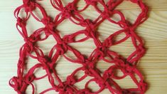 Lovers knot mesh crochet pattern for left handed. Video crochet tutorial for a Solomons knot mesh square pattern More tutorials: http:woolpedia. Crochet Stitches, Crochet Hooks, Knit Crochet, Crochet Patterns, Left Handed Crochet, Scarf Knots, Crochet Instructions, Crafts For Kids To Make, Crochet Videos