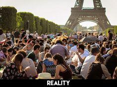 Picnicking-around-Eiffel-Tower-Paris-1.jpg (630×470)