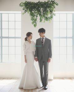 Wedding Photos Studio Ideas For 2019 Pre Wedding Photoshoot, Wedding Pics, Wedding Couples, Trendy Wedding, Wedding Bride, Wedding Dresses, Photoshoot Ideas, Bridal Gowns, Wedding Ideas