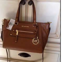 sale NWT Michael Kors genuine Leather Stunning bag. $358 plus tax. Through pall is less MICHAEL Michael Kors Bags