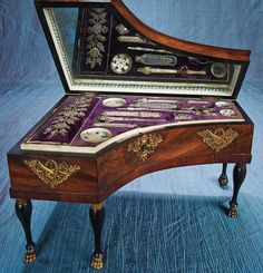 FINE FRENCH MUSICAL SEWING NECESSAIRE IN THE SHAPE OF GRAND PIANO WITH ORIGINAL KEY с1825
