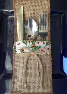 Burlap Utensil Holder Holiday Silverware Holder with Christmas RED/GREEN/IVORY - Real Time - Diet, Exercise, Fitness, Finance You for Healthy articles ideas Christmas Sewing, Red Christmas, Christmas Crafts, Christmas Decorations, Christmas Ornaments, Burlap Christmas, Burlap Silverware Holder, Cutlery Holder, Jute Crafts