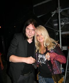 Hannu w/ Bonnie Tyler. The Matt Pistol Project did a lot of touring and opened for Bonnie Tyler. Bonnie Tyler, Johnny Cash, Touring, Singer, People, Photos, Music, Singers, People Illustration