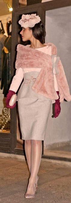 Inspiración #innovias con este estilazo y perfecto look de invitada de boda de invierno. https://innovias.wordpress.com/2017/02/06/top-10-de-innovias-en-tocados-y-pamelas-para-invitadas/
